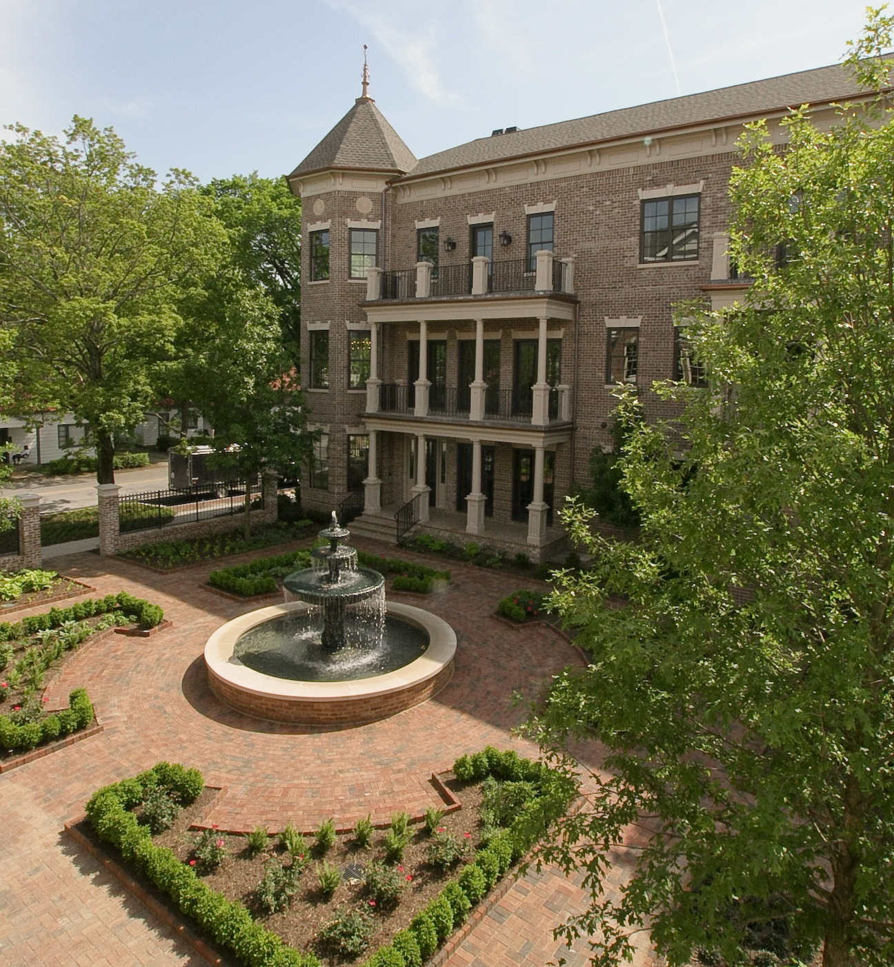 Courtyard bruce jones real estate blog for Signature homes franklin tn